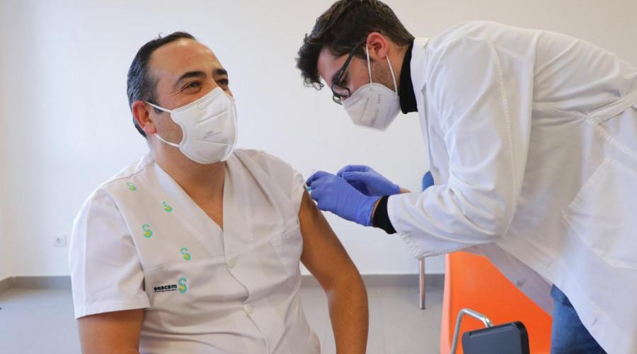 Castilla-La Mancha ha iniciado hoy la vacunación de los profesionales sanitarios